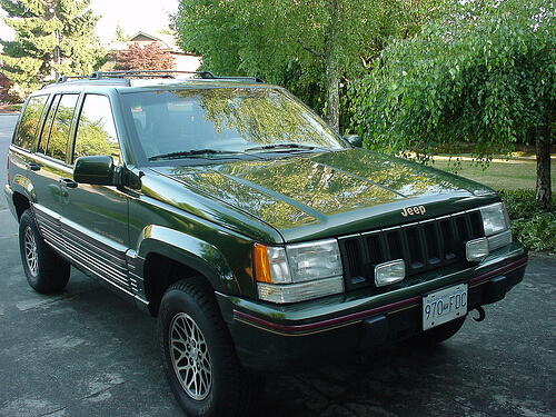 00001377_Jeep_Grand_Cherokee_Parked
