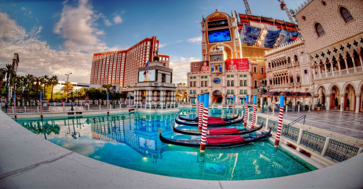 Check out this hack that rewards you with a discount on your Las Vegas vacation---just for booking your hotel.