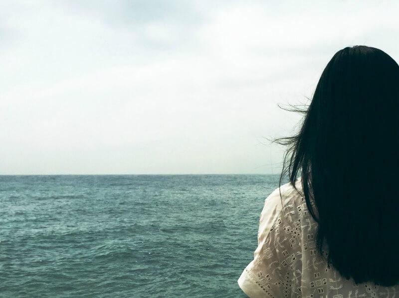 stranger-native-country-asian-american-woman-money